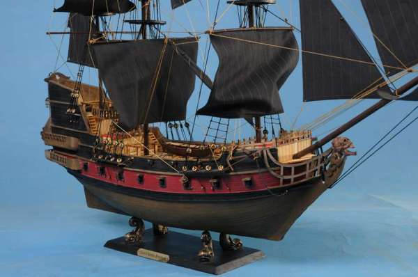 blackbeards-queen-annes-revenge-ship-model-36-5