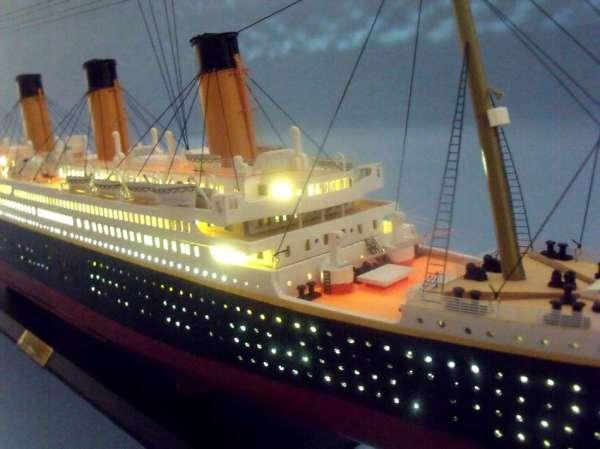 rms-titanic-led-lights-museum-quality-model-ship9[1]