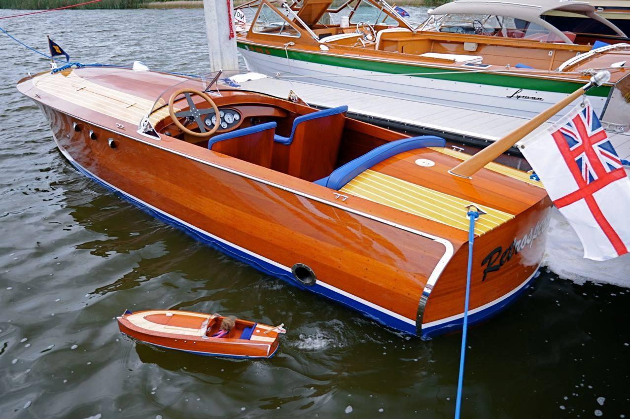 Classic Speed Boat Model Go Nautical